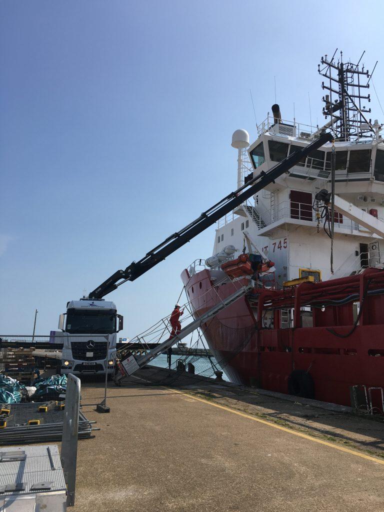 hiab crane port