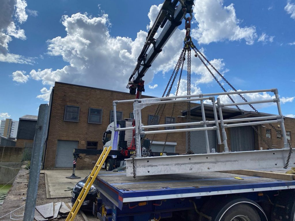 hiab crane lorry Pontoon