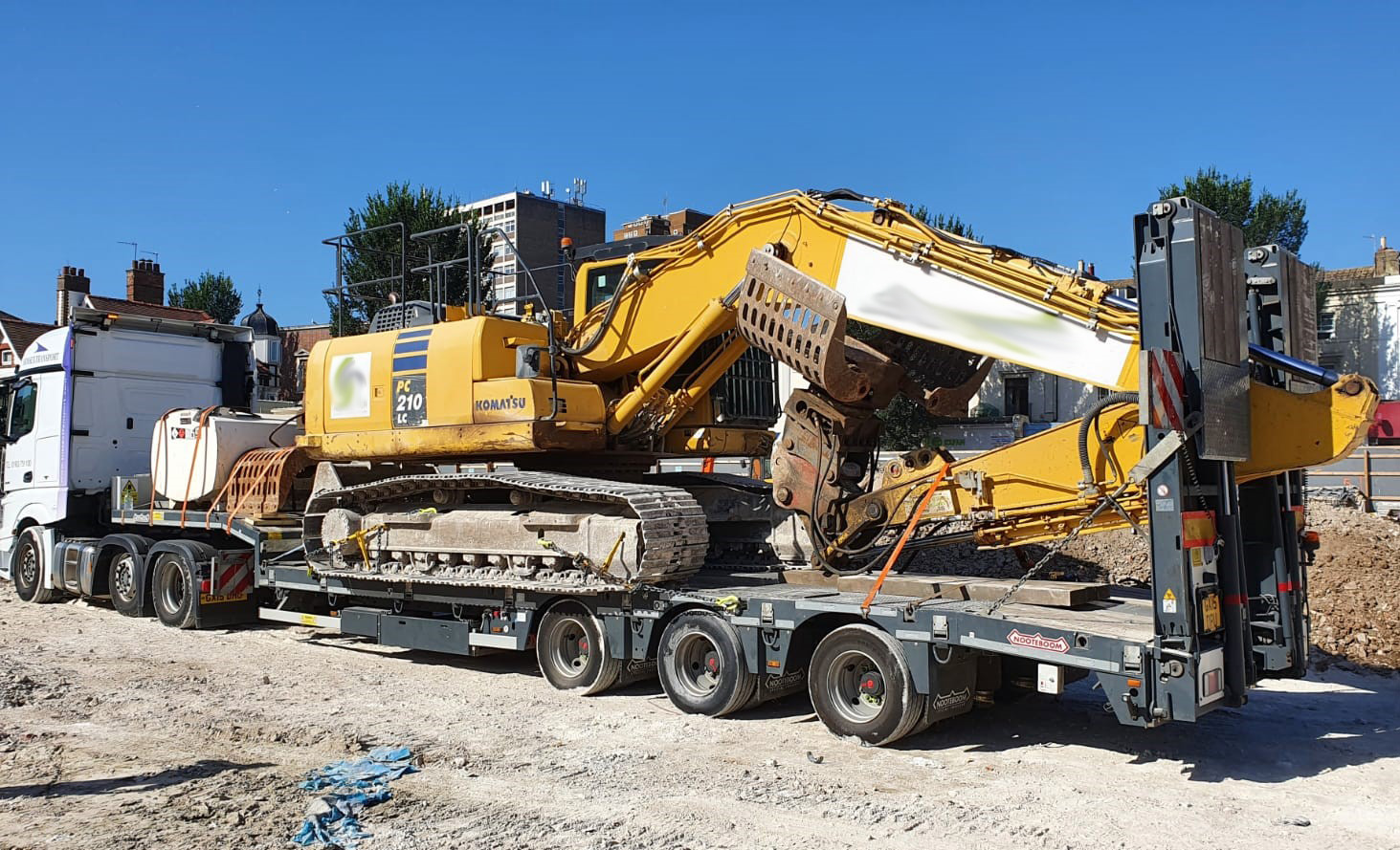 Plant Move Low Loader Digger