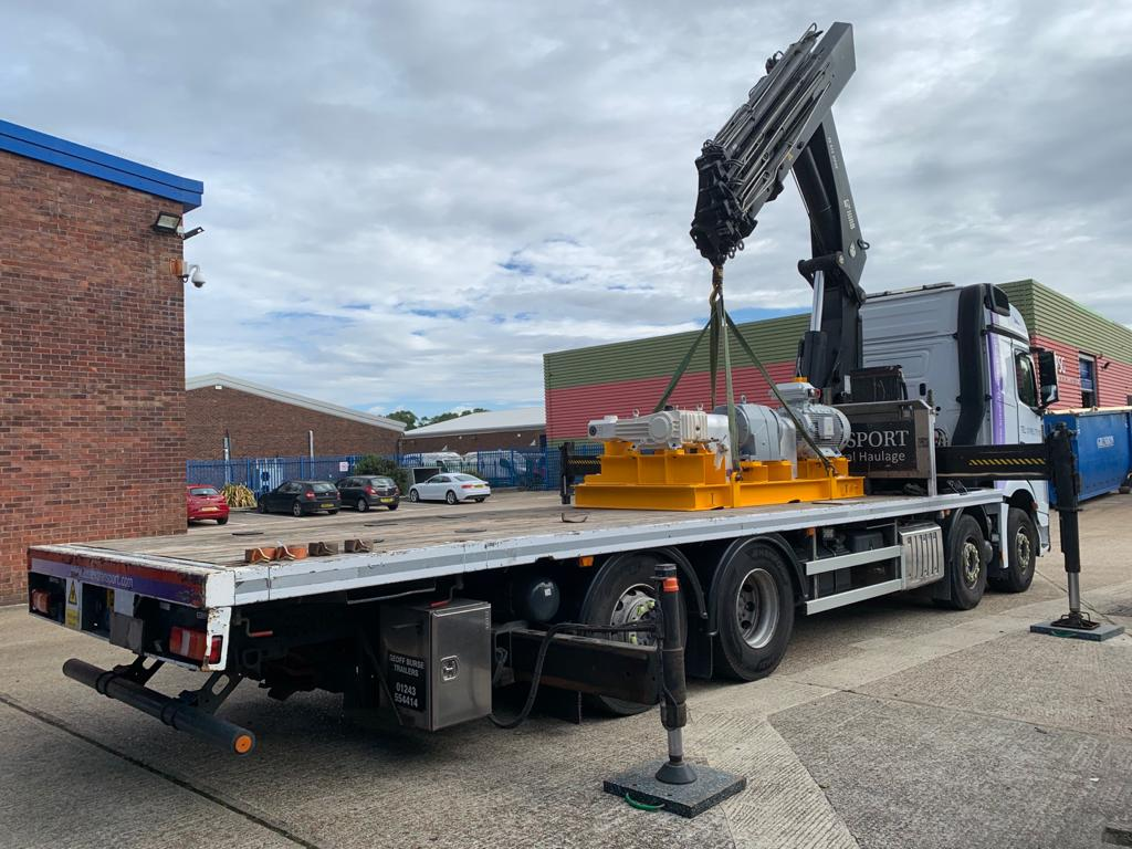 Large Pump Transport And Lifting Crane Hiab